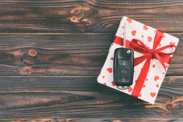 Валентина, подарочная коробка в праздничной упаковке с копией пространства