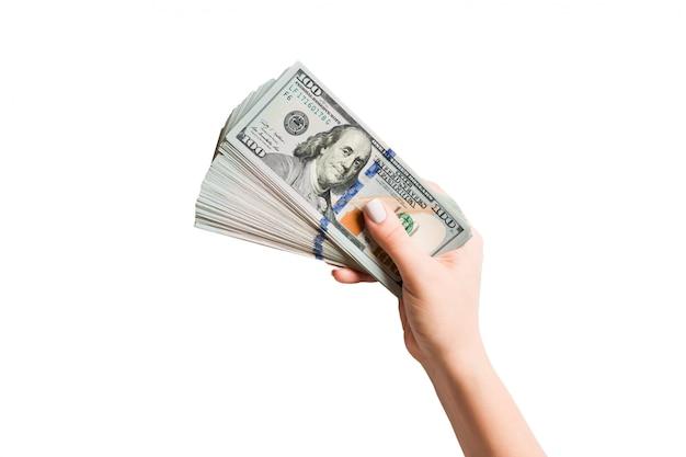 ドル札のファンを持っている女性の手