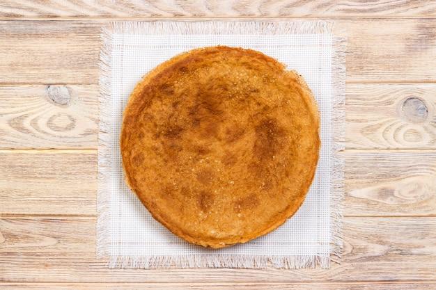 ナプキン、トップビューでパンケーキのスタック