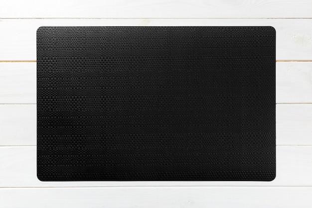 Вид сверху текстильного черного коврика на ужин