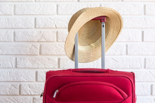 Концепция багажа перед путешествием. подготовка к отпуску за границу