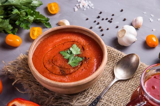 トマトガスパチョスープの冷夏料理
