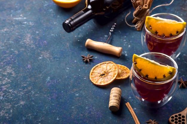 Традиционный зимний и рождественский напиток глинтвейн