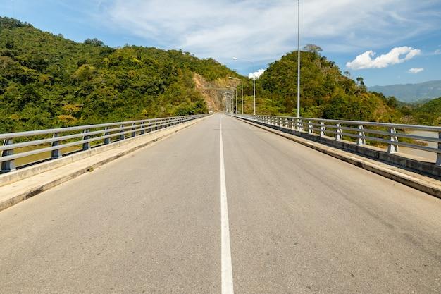 メコン川に架かる橋