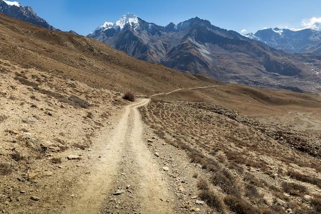 ヒマラヤの山の道