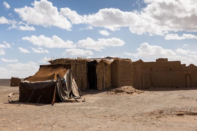 砂漠のサハラ砂漠のベルベル人の家