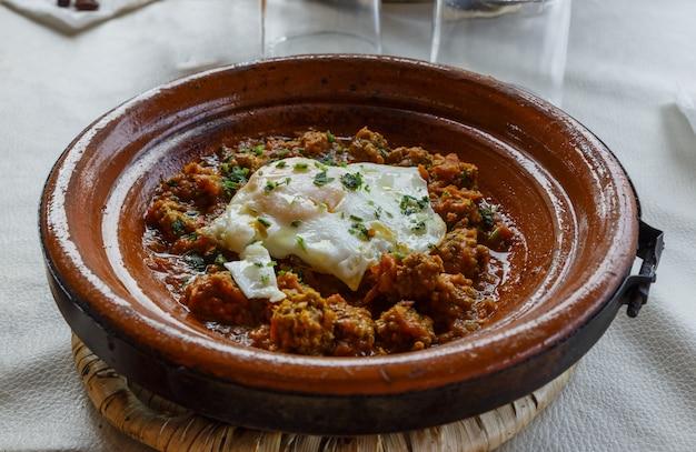 Тажин с яйцом и мясом, марокко