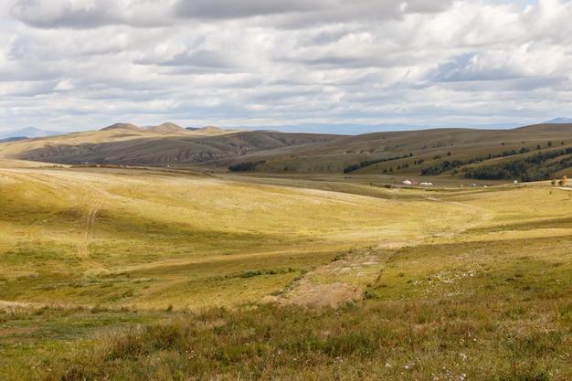 草原とモンゴルの草原