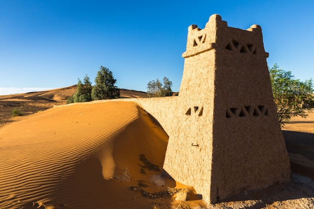 サハラ砂漠のモロッコのベルベル人のキャンプ