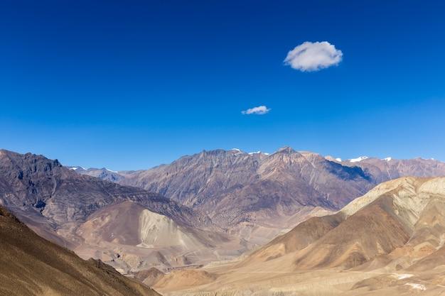 山の風景、ヒマラヤ山脈、ローワーマスタング、ネパール。