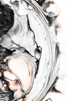 水に液体の黒インク。大理石アート効果。創造的な抽象芸術の背景。