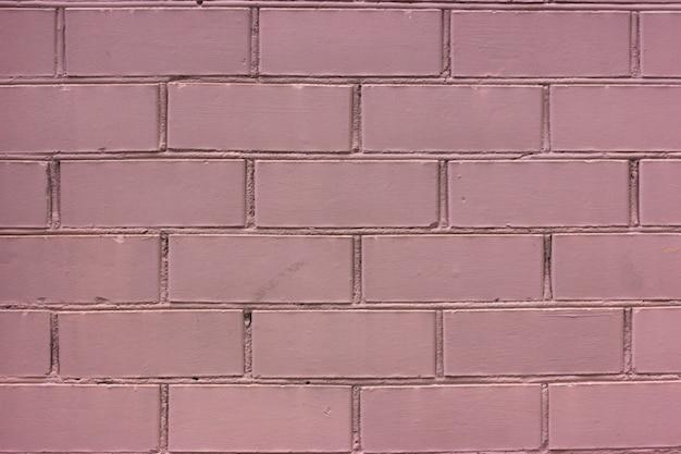 ピンク塗装レンガの壁。モノクロ