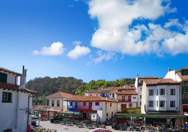 アストゥリアススペインのタゾネス村のファサード