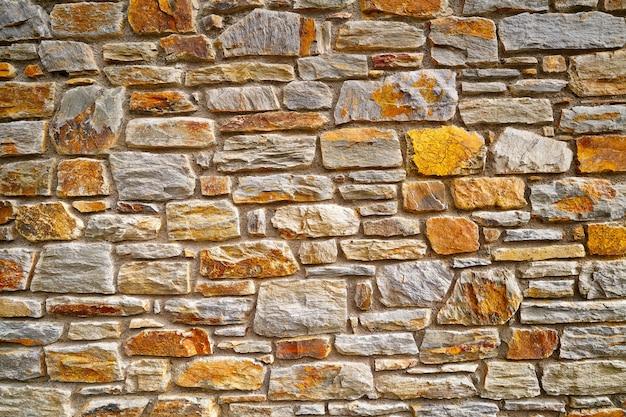 アンドラのスレートの石積みの石の壁