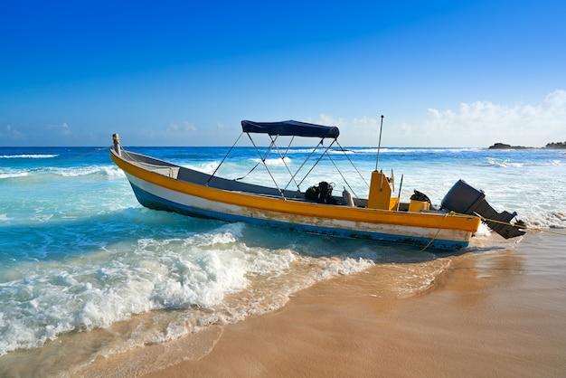 Тулум карибский пляж лодке в ривьера майя