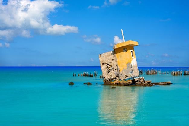 Холбокс остров пляж мексика ураган руины