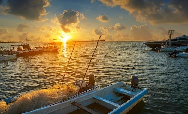 Заход солнца на остров холбокс в кинтана-роо