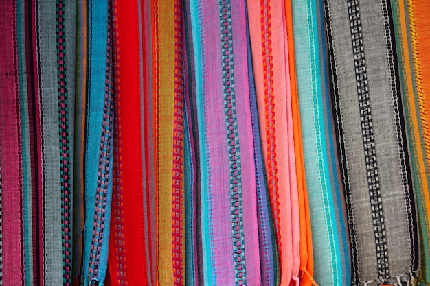 行のスカーフでインドのカラフルなスカーフ