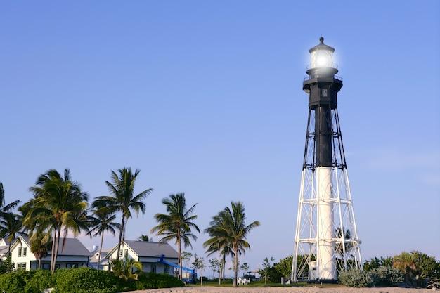 フロリダポンパノビーチ灯台ヤシの木