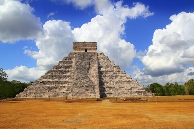 Древняя чичен-ица кукульканская пирамида майя