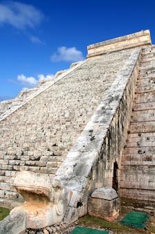 Кукульская змея эль кастильо майя чичен-ица