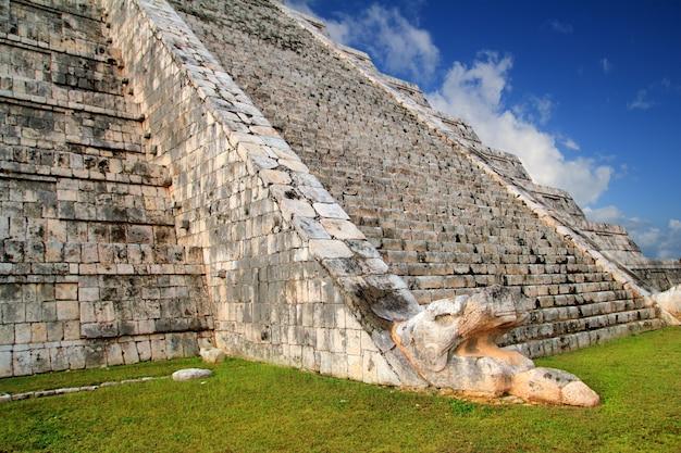 Кукульканская змея майя чичен-ица пирамида мексика