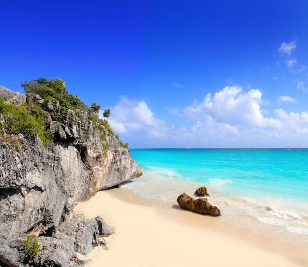 Карибский пляж в тулуме мексика под руинами майя