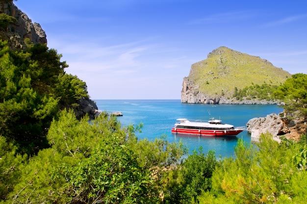 ボートで北マヨルカのエスコルカサカロブラビーチ
