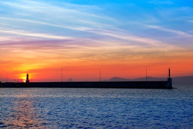 フォルメンテラ島からの夕景のイビサ山