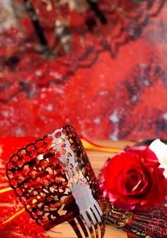 フラメンコのコームファンとスペインエスパーニャの典型的なバラ