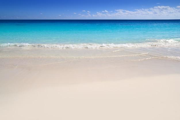 Пляж песок карибское море бирюза