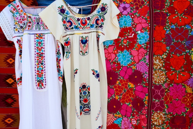 チアパスマヤのドレス刺繍とセラペ