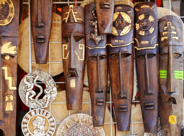 アステカマヤの木製のインドのマスク手工芸品