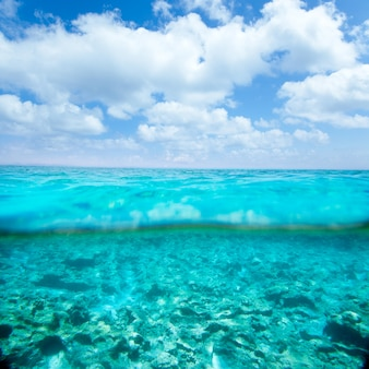 ウォーターラインでベレア諸島のターコイズブルーの海