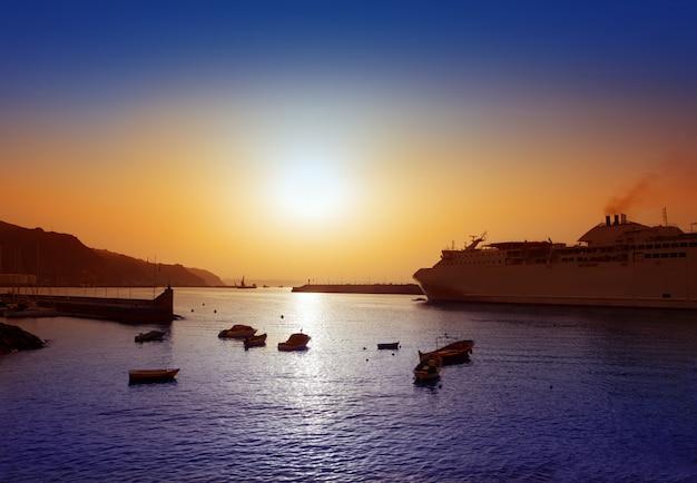カナリア諸島のサンタクルスデテネリフェ島港