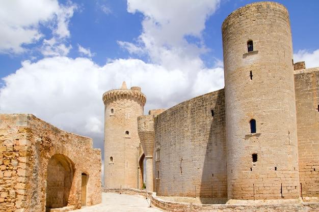 Замок кастильо де бельвер на майорке в пальма-де-майорка