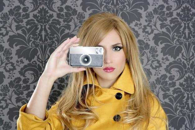 ファッション写真家レトロカメラ記者女性