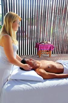 Черепно-сакральная массажная терапия в кабине джунглей