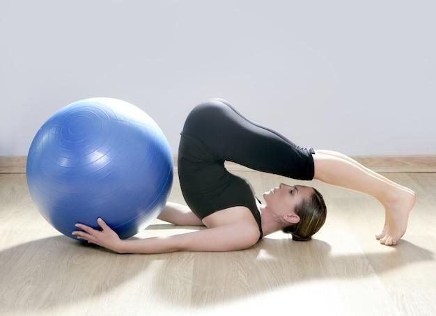 ピラティス女性安定性ボールジムフィットネスヨガ
