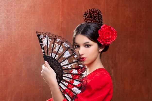 赤いバラとジプシーのフラメンコダンサースペインの女の子