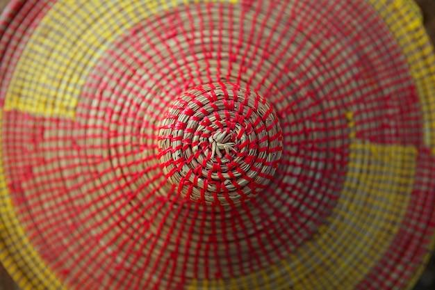 アフリカの円錐形のカラフルな帽子の質感マクロ