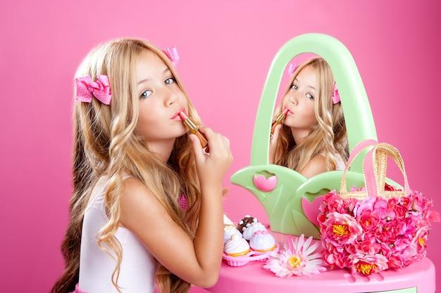 Детская мода кукла маленькая девочка помада макияж розовое тщеславие