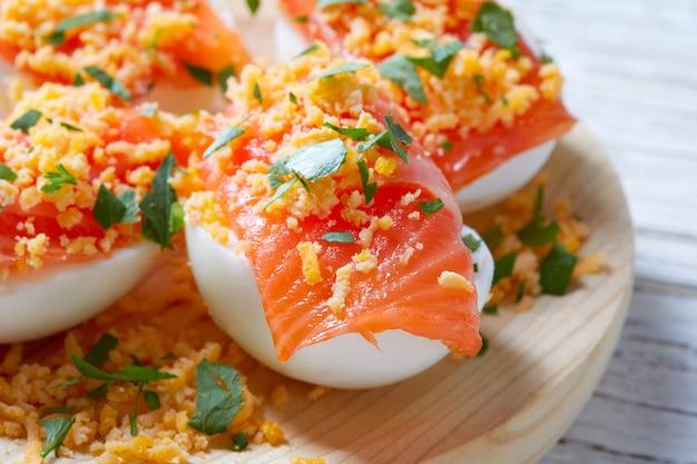 卵入りサーモンピンチョスタパスペイン