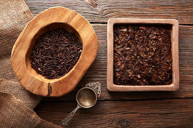 菊茶と番茶茶の木のテーブル