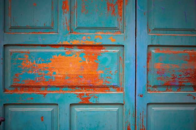 スペインのサモラの木製ドアのテクスチャ