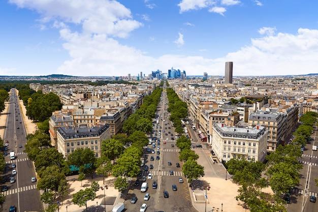 パリのスカイラインシャンゼリゼとラ・デファンス