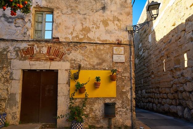 カタルーニャのタラゴナの古いタラコ通り
