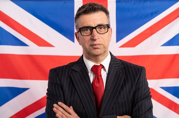 スーツと英語の英国の実業家