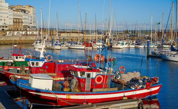 スペイン、ガリシアのラ・コルーニャ港マリーナ