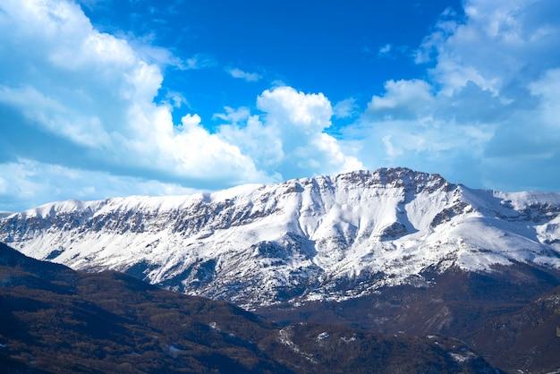 Бенаске серлер горы в пиренеях уэска, испания